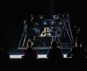 Immagine: il cantautore Anastasio canta a Sanremo